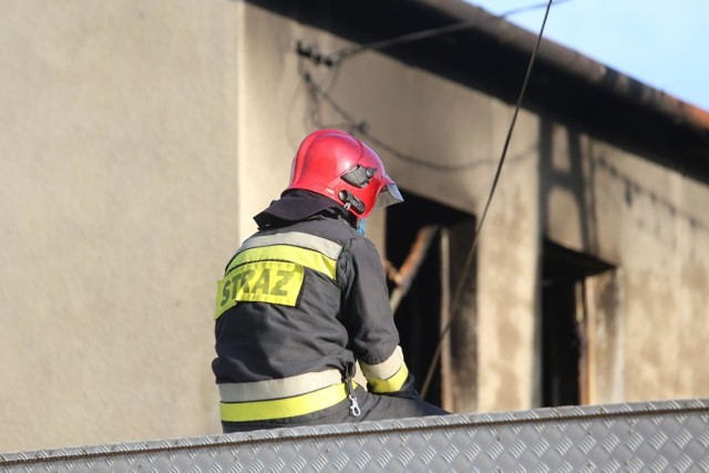 W pożarze w Szadurczycach koło Nysy zginęła jedna osoba [ZDJĘCIE ILUSTRACYJNE]