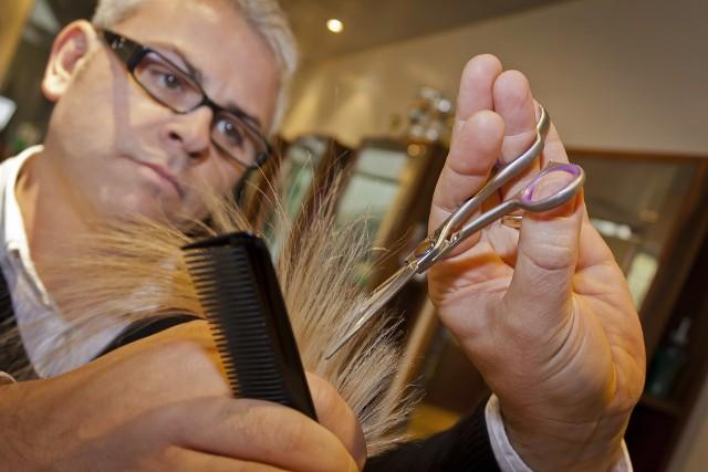 Stosunkowo szybko powinien podnieść się sektor drobnych usług i fryzjerzy, kosmetyczki czy usługi krawieckie znów wrócą do łask. Zobacz kolejne zdjęcia/plansze. Przesuwaj zdjęcia w prawo - naciśnij strzałkę lub przycisk NASTĘPNE