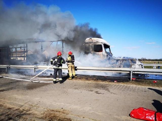 Na drodze krajowej nr 10 w miejscowości Wólka (gmina Skępe) samochód ciężarowy zderzył się z osobowym. Jedna osoba nie żyje.