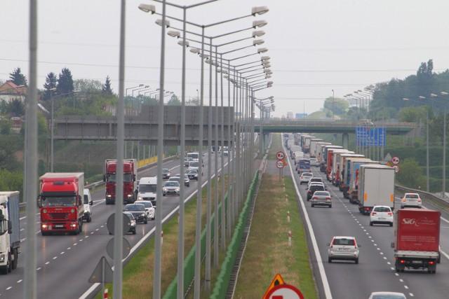 Kierowcy jadący w stronę Świecka muszą liczyć się z utrudnieniami w okolicach zjazdu Poznań-Luboń.