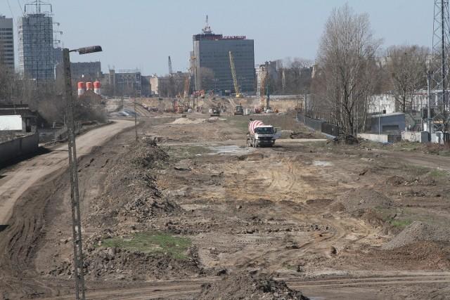 16-latek skoczył z wiaduktu na plac budowy dworca Fabrycznego