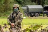 """Straż Graniczna: białoruski pogranicznik rzucał """"czymś"""" w polski pojazd obserwacyjny [WIDEO] To nie pierwszy tego typu incydent"""