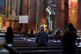 Coraz mniej wiernych chodzi do kościoła. I to nie z powodu koronawirusa. Najnowsze statystyki z Kościoła Katolickiego [16.12.2020]