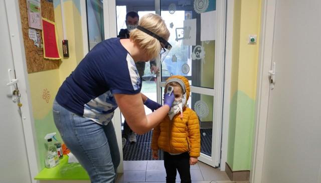 Przedszkola i żłobki w czasie pandemii koronawirusa. Tak to wygląda m.in. w Rzeszowie i Toruniu