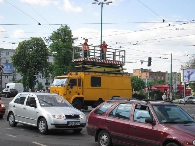 Poznań: Tramwaj zerwał sieć trakcyjną. Kursowały autobusy zastępcze