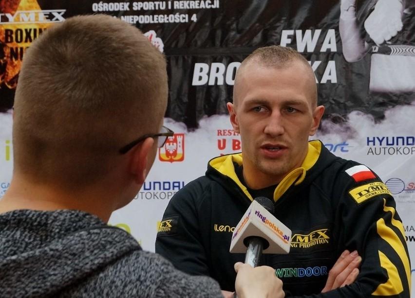 Ważenie zawodników inowrocławskiej gali boksuWażenie poprzedziły wywiady