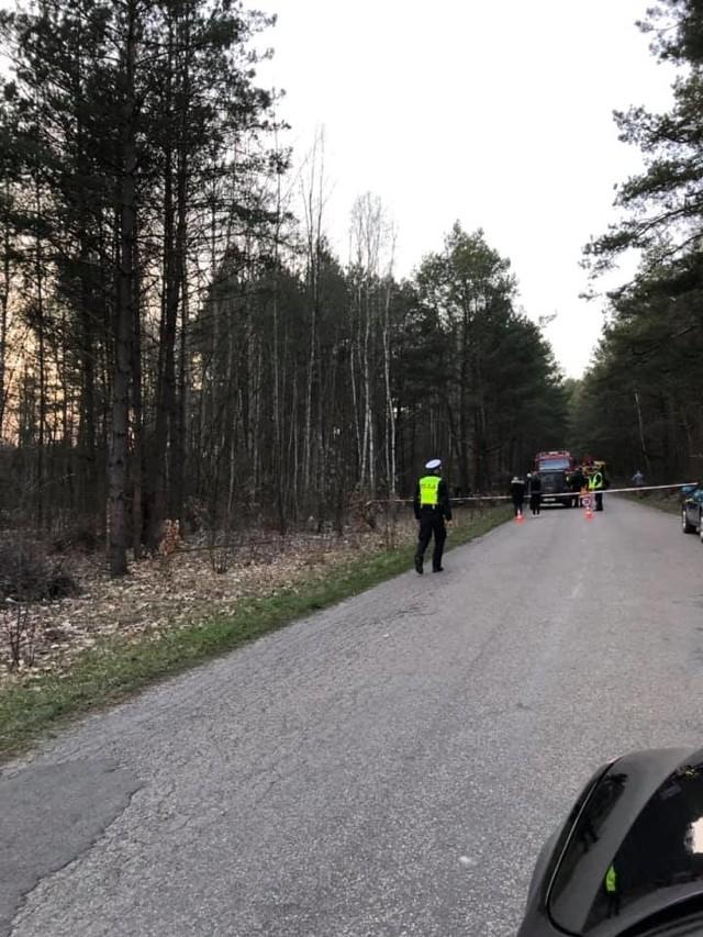 Drugie zdarzenie miało miejsce w Białymstoku. Na ul. 1000-lecia Państwa Polskiego 67-letni kierowca toyoty potrącił przechodzącego przez przejście dla pieszych 63-latka. Kierowca trzeźwy. Potrącony mężczyzna został przewieziony do szpitala. Tam niestety zmarł.Zdjęcia pochodzą z grupy na FB - Kolizyjne Podlasie i dotyczą wypadku w Brończanach