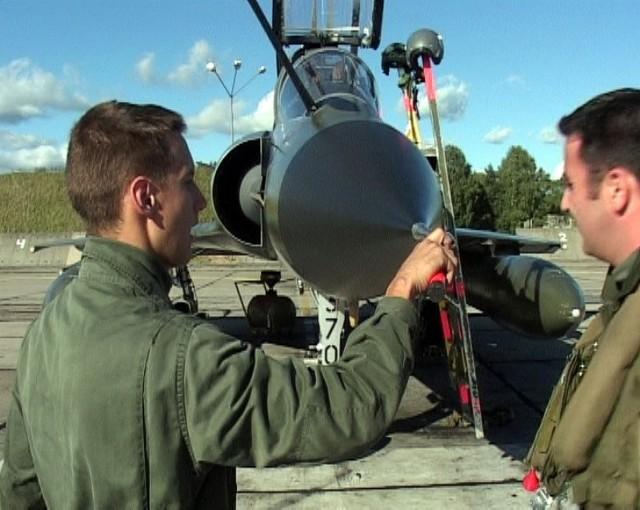 Prawdziwa rewolucja czeka lotnisko 21. Bazy Lotniczej w Świdwinie. Na lądowisku będą mogły siadać samoloty wszystkich typów, od transportowych po myśliwskie (na zdjęciu francuskie Mirage 2000N podczas wspólnych ćwiczeń z polskimi Mig-23).