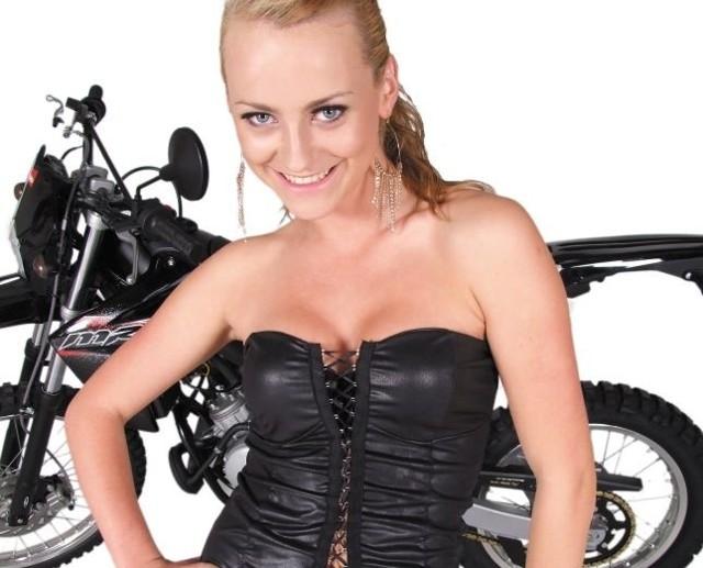 Skuter i profesjonalna sesja zdjęciowa czeka na Miss Lata Salonu Skuterpasja 2011. Jedna z dziewczyn będzie mogła iść w ślady Pauliny Spery.