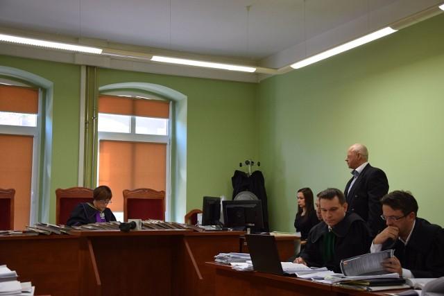 Krzysztof B., współwłaściciel Drawexu, we wtorek w Sądzie Okręgowym w Gorzowie Wlkp. usłyszał 97 zarzutów. Zarzuca mu się wyłudzenie 5,3 mln zł. z PEFRON-u. Nie przyznaje się do zarzucanych mu czynów.