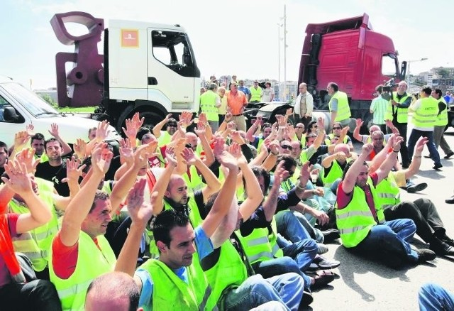 W proteście przeciwko wysokim cenom ropy w Hiszpanii kierowcy ciężarówek zablokowali granice i główne miasta
