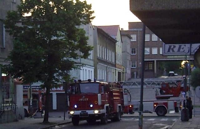 Na miejscu działały trzy jednostki stargardzkiej straży pożarnej, wezwane też było pogotowie ratunkowe i policja.