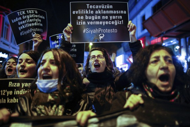 Protest Turczynek przeciwko kontrowersyjnej ustawie