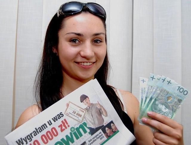 """Od początku gram w loterii """"Mieszkanie za czytanie"""". Szczęście uśmiechnęło się do mnie podczas drugiego losowania - mówi Sylwia Kozyra. - Teraz mam namacalny dowód, że warto brać udział w tej grze."""