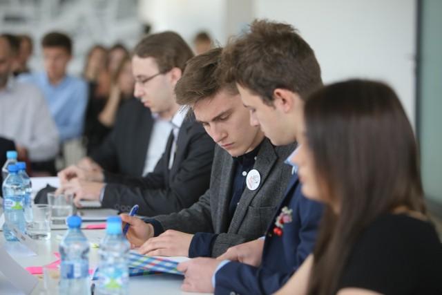 Debata oksfordzka to rodzaj debaty powstały w środowisku Uniwersytetu Oksfordzkiego, o ścisłych zasadach dotyczących czasu i sposobu dyskutowania. Podczas debaty młodzież nabywa umiejętności wysokiej kultury prowadzenia sporu.