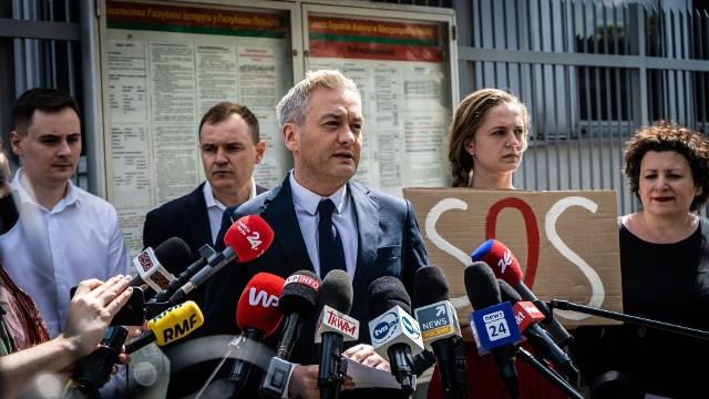 - Reżim Łukaszenki jest ostatnim reżimem Europy - Łukaszenka jest jedynym dyktatorem Europy- mówił Robert Biedroń.