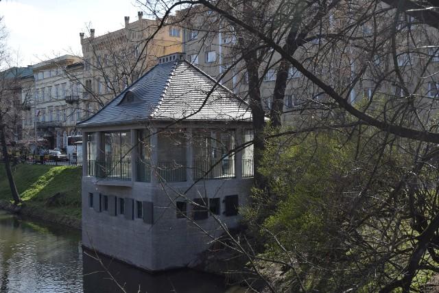 Budynek Cafe Berg przy fosie. Zdjęcia po remoncie - marzec 2020