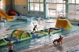 """Ostrołęka. Park Wodny """"Aquarium"""" znów otwarty. Bezpłatne zajęcia nauki pływania dla dzieci i młodzieży przez całe wakacje"""
