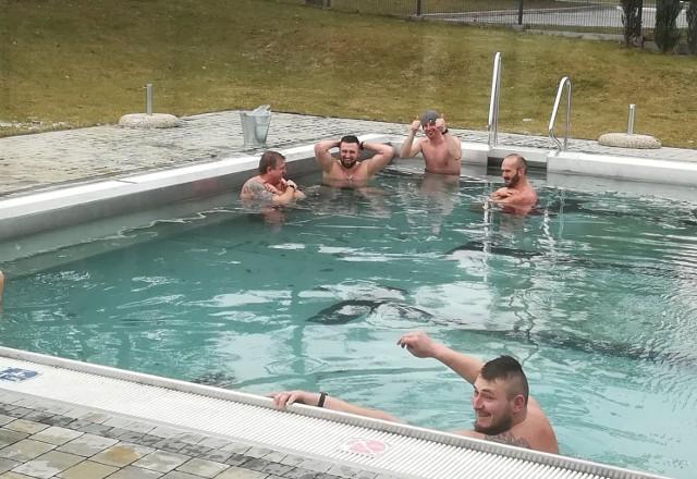W niedzielę grupa morsów z Połańca po raz kolejny morsowała na otwartym basenie OSiR-u. Ze względu na coraz wyższe temperatury powietrza tego typu kąpiel mogła być ostatnia w tym sezonie.Więcej zdjęć z morsowania na kolejnych slajdach>>>