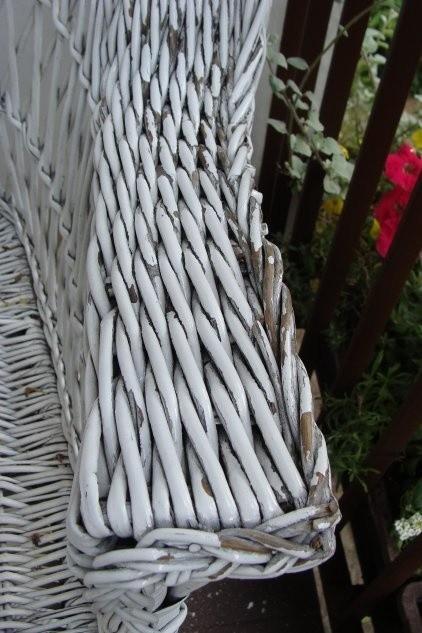 Wiklinowy fotel balkonowy z czasem będzie potrzebował...