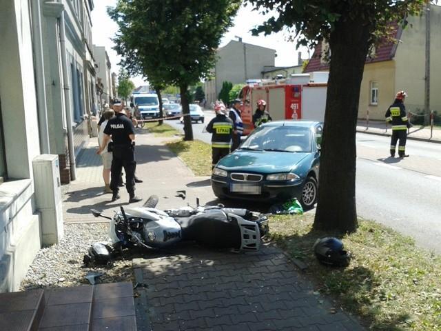 Wypadek w Krotoszynie na ul. Ostrowskiej. 24 lipca 2013 r. zderzył się tam samochód marki Rover z motocyklem Honda. Do szpitala trafił 21-letni motocyklista.Zobacz więcej zdjęć z wypadku