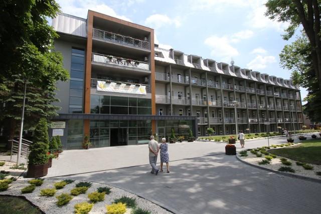 Koronawirus wymusił zmiany dla osób, które planowały wyjazdy do sanatorium. W sobotę NFZ poinformował, że turnusy zostają wstrzymane, a sanatoria zawieszają działalność.