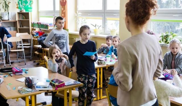 """Popołudniami w szkołach będą się mogły odbywać tylko """"lżejsze"""" zajęcia..."""