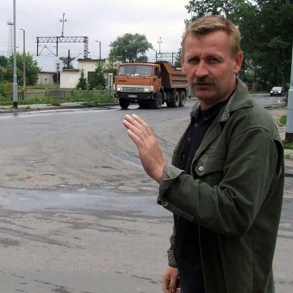 - Jeśli nie dostaniemy pieniędzy, wyrzucimy TIR-y z naszych dróg - mówi Zbigniew Lach z Powiatowego Zarządu Dróg w Nisku.