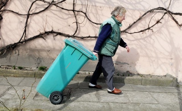 Mieszkańcy boją się, że nie zdążą wypowiedzieć umowy z firmą śmieciową