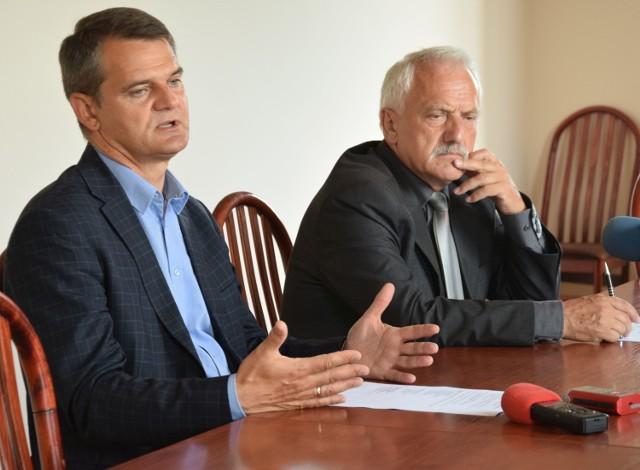 O wynikach   rekrutacji mówili rektor Uniwersytetu Jana Kochanowskiego Jacek Semaniak i prorektor Janusz Król.