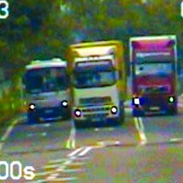 Wtorek, godz. 9.15, Kolnica: dwa tiry – rosyjski i łotewski – jednocześnie wyprzedzają autobus