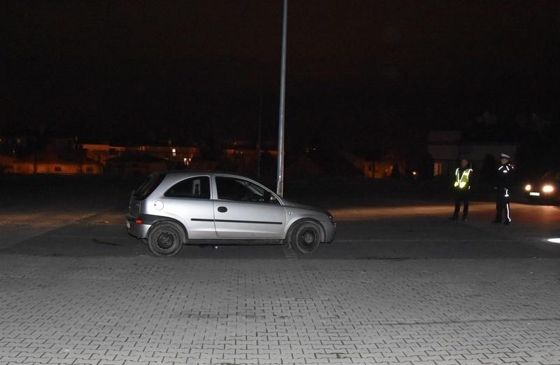 Bezmyślna zabawa na parkingu w Krośnie. 18-latek woził rówieśnika ma masce auta. Prokuratura wszczęła śledztwo