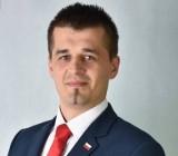 Marcin Adamczyk z tytułem Osobowość roku 2020 w powiecie staszowskim w kategorii Polityka, samorządność i społeczność lokalna