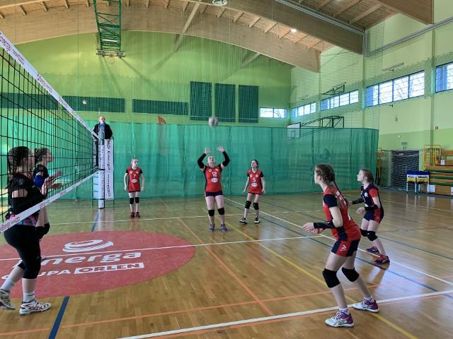 W Słupsku odbył się turniej pomorskiej wojewódzkiej ligi w piłce siatkowej w kategorii młodziczka. W turnieju rywalizowało pięć zespołów. Dwie zwycięskie drużyny awansowały do drugiej ligi, a dwa przegrane zespoły spadły do czwartej ligi. Morena Miastko utrzymała się w trzeciej lidze.