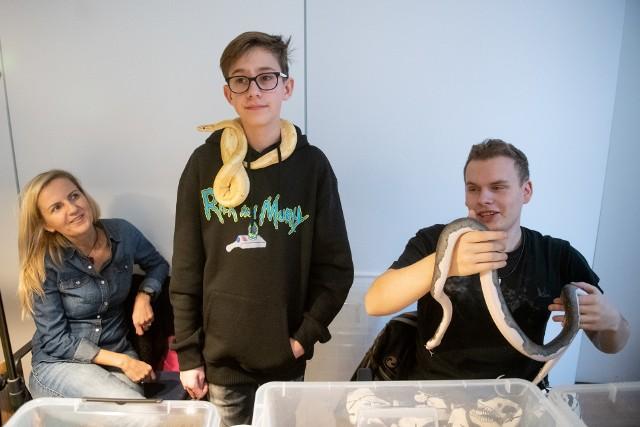 Ostatni weekend 2019 roku warto wykorzystać na wizytę w Palmiarni Poznańskiej, gdzie oprócz stałych wystaw egzotycznych roślin można też zobaczyć pokaz gadów organizowany przez Poznańskie Dni Zwierząt Egzotycznych. Z bliska można podziwiać m.in. węże, jaszczurki i żółwie. Zobacz zdjęcia ---->