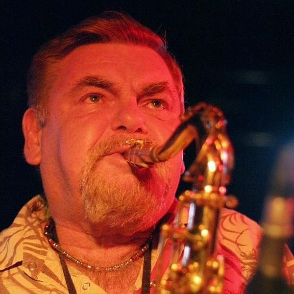 Saksofon barytonowy i klarnet nie mają przed nim tajemnic