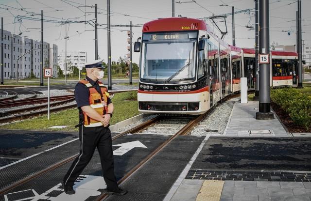 We wtorek, 30 czerwca, rozpoczęła  regularne kursowanie linia tramwajowa na al. Pawła Adamowicza. Na zdjęciach uroczysty start tramwaju linii nr 12 z węzła integracyjnego Ujeścisko