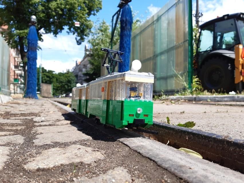 Modele zabytkowych poznańskich tramwajów wykonane z klocków LEGO!