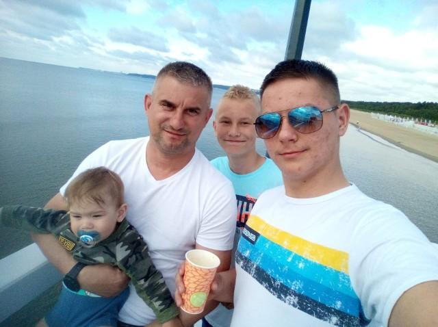 Piotr Mentlewicz z synami