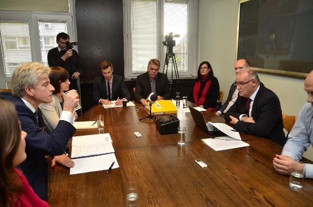 """Wybory samorządowe 2014: Debata """"Głosu"""" - Dziuba i Grobelny cz. II: Pytania czytelników [WIDEO]"""