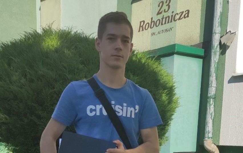 17-latek zapewnia, że podczas przeszukania przez funkcjonariuszy, na ul. Kościuszki, zachowywał się spokojnie