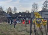 Wybuch gazu w Łódzkiem. Wybuch we Włodzimierzowie. Strażacy przeszukują gruzowisko ZDJĘCIA