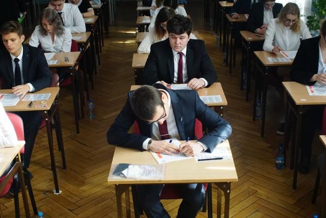 Za uczniami egzamin maturalny z biologii. To ważny egzamin między między innymi dla przyszły lekarzy, więc nie może należeć do najłatwiejszych.