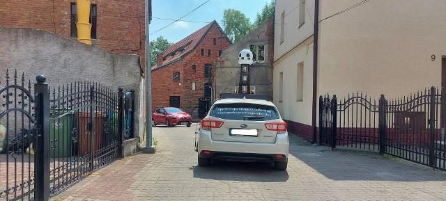 Samochód Apple Maps na brodnickiej ulicy
