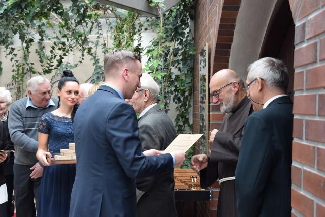 Podziękowania dla współpracowników Muzeum Ziemi Prudnickiej składa dyrektor Wojciech Dominiak.