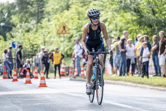 Tomasz Marcinek z Raciborza wygrał zawody Triathlon Kiekrz 2019, rozegrane 35 lat po pierwszej imprezie dla ludzi z żelaza, która odbyła się w Kiekrzu. Kandydat do występu na przyszłorocznych igrzyskach w Tokio pokonał dystans 1500 m pływania, 50 km jazdy rowerem i 20 km biegu w czasie 02:49:04. Drugie miejsce zajął Sylwester Swat (03:01:52), a trzecie - Beniamin Kuciński (03:04:06). Najlepsza wśród kobiet okazała się Natalia Bihun. Kolejne zdjęcie --->