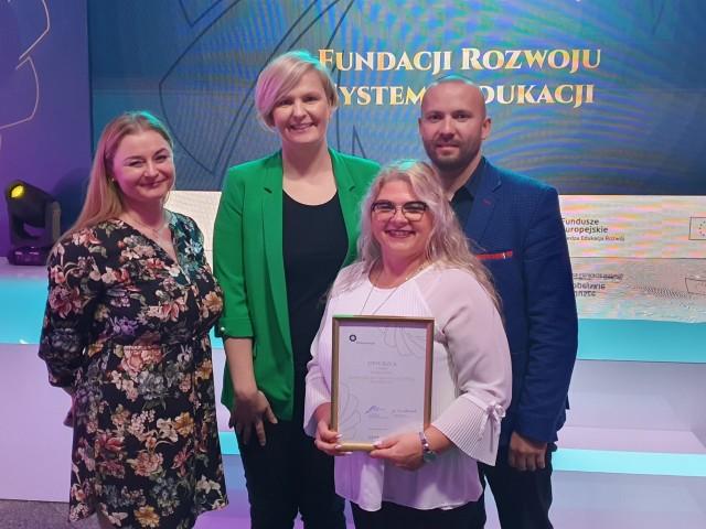 Violetta Szczepkowska, dyrektor ZSB (z dyplomem): Ten sukces motywuje nas do dalszych wysiłków.