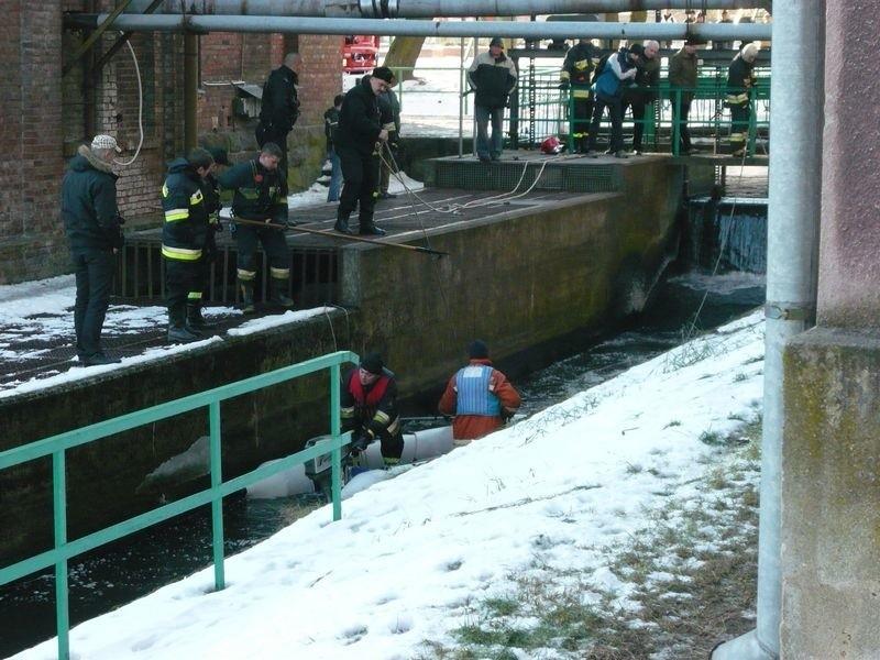 W poniedzialek przed poludniem w Kanale Mlynskim w Slupsku zauwazono cialo mezczyzny.