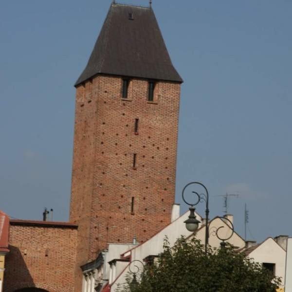 Turyści ciągle mogą wejśc na szczyt wieży. Muszą się jednak wcześniej umówić z przewodnikiem.