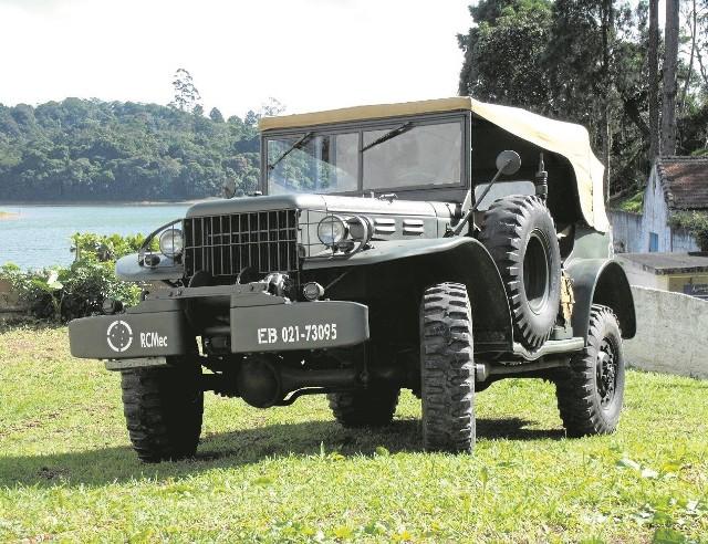 """Dodge """"Command & Reconnaissance Car"""" - tu w odmianie WC 57 z wciągarką - czy w roku 1943 takim samochodem mogli jeździć po Kielcach niemieccy żandarmi?"""